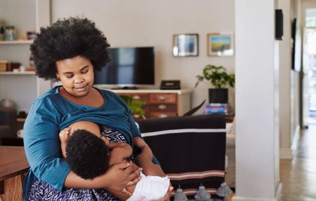 plus size woman breastfeeding
